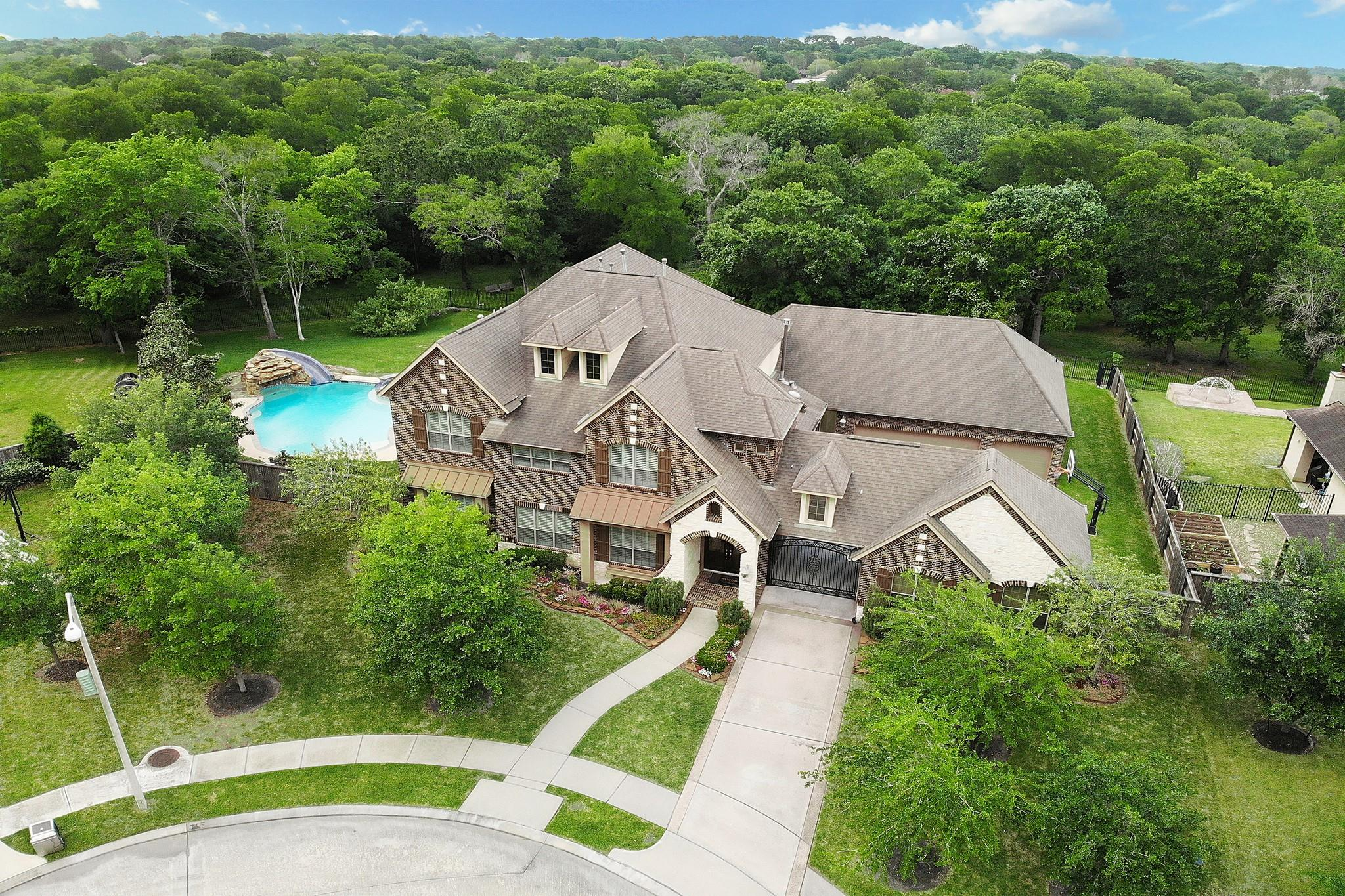 2305 Taylor Sky Lane Property Photo - Friendswood, TX real estate listing