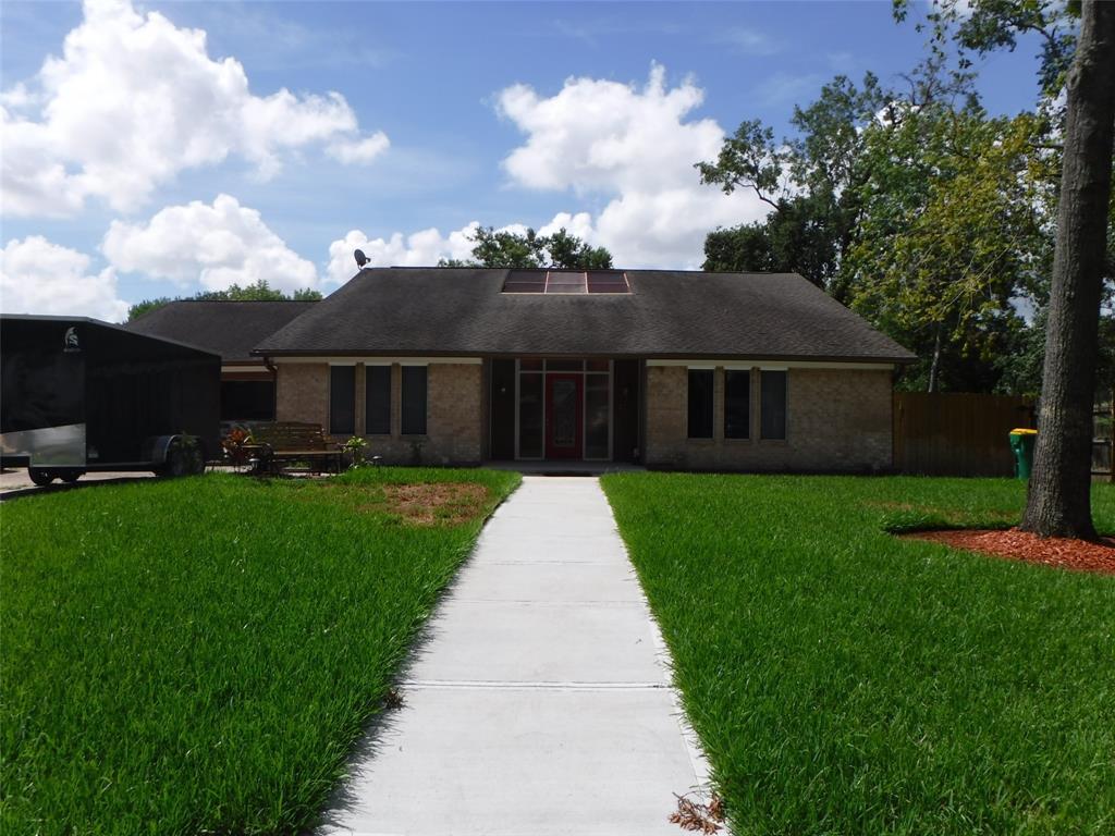 305 Red Bud Lane Property Photo - Baytown, TX real estate listing