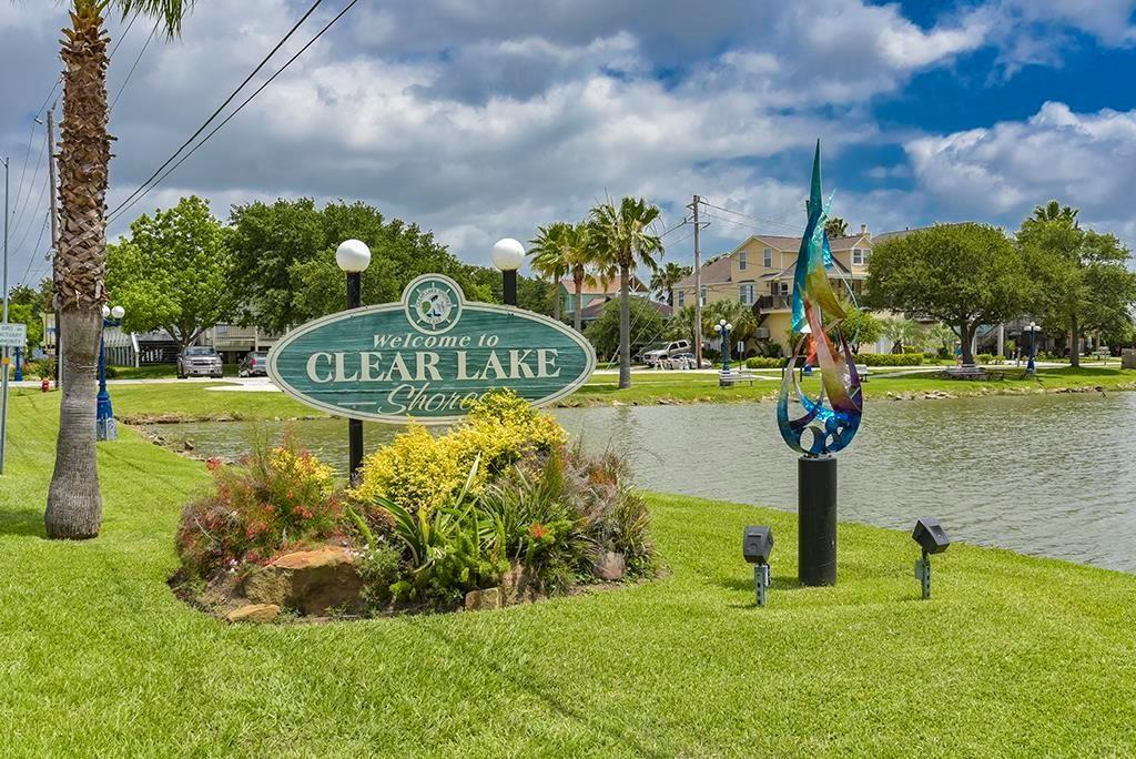 215 Narcissus Road Property Photo - Clear Lake Shores, TX real estate listing