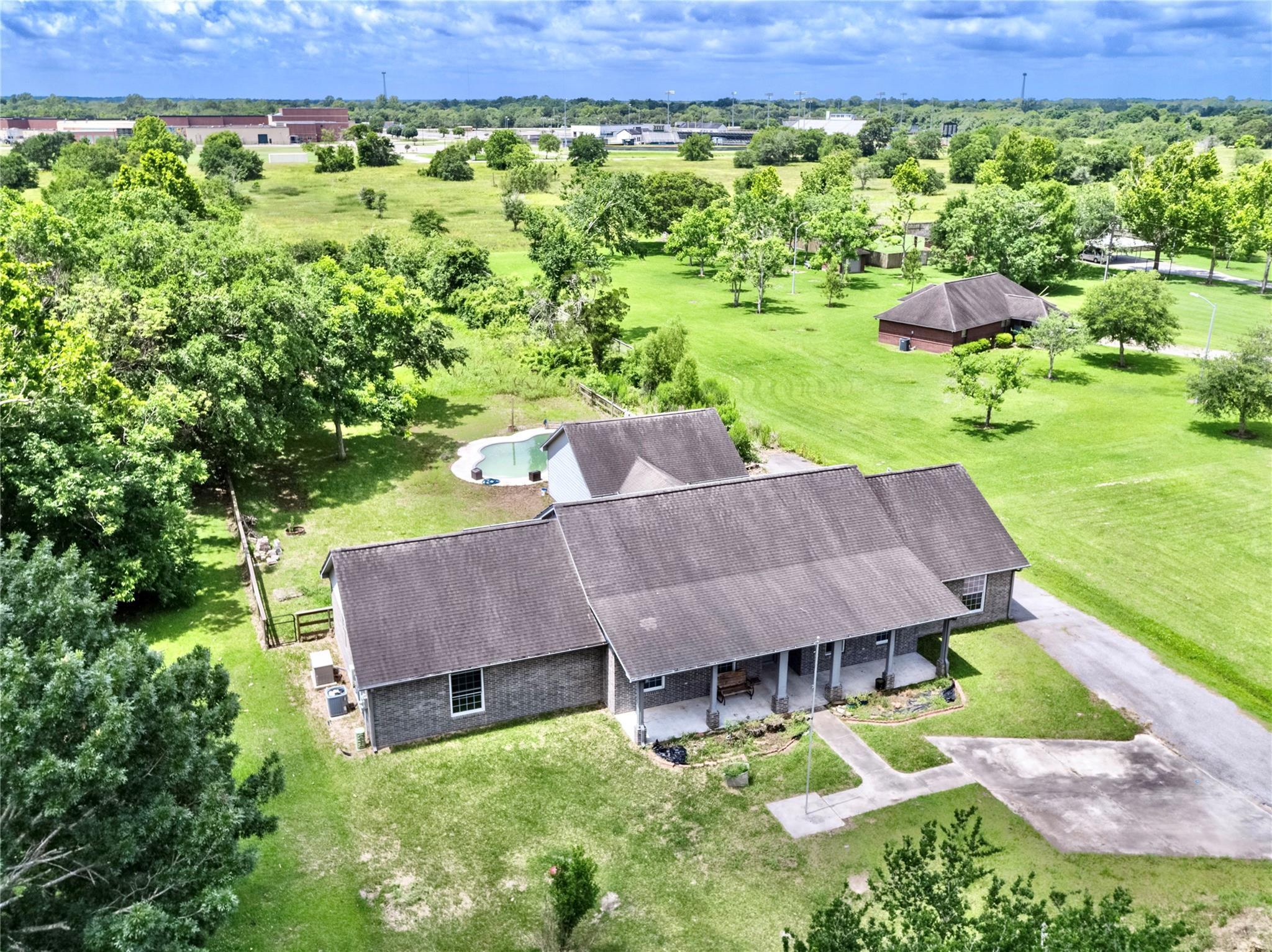15913 Pine Street Property Photo