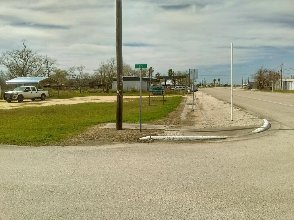 407 W Broadway Avenue Property Photo - Seadrift, TX real estate listing