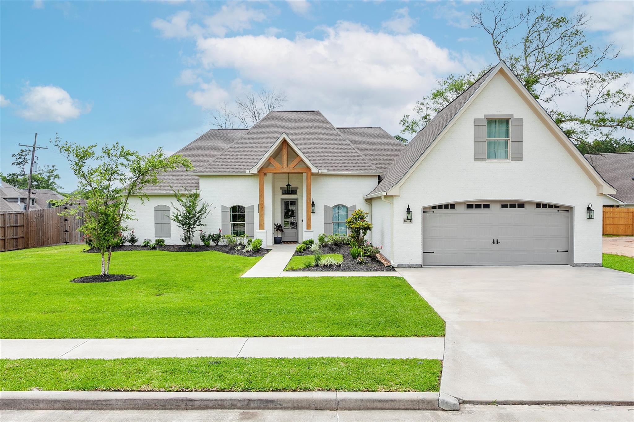 8204 Royal Oaks Drive Property Photo