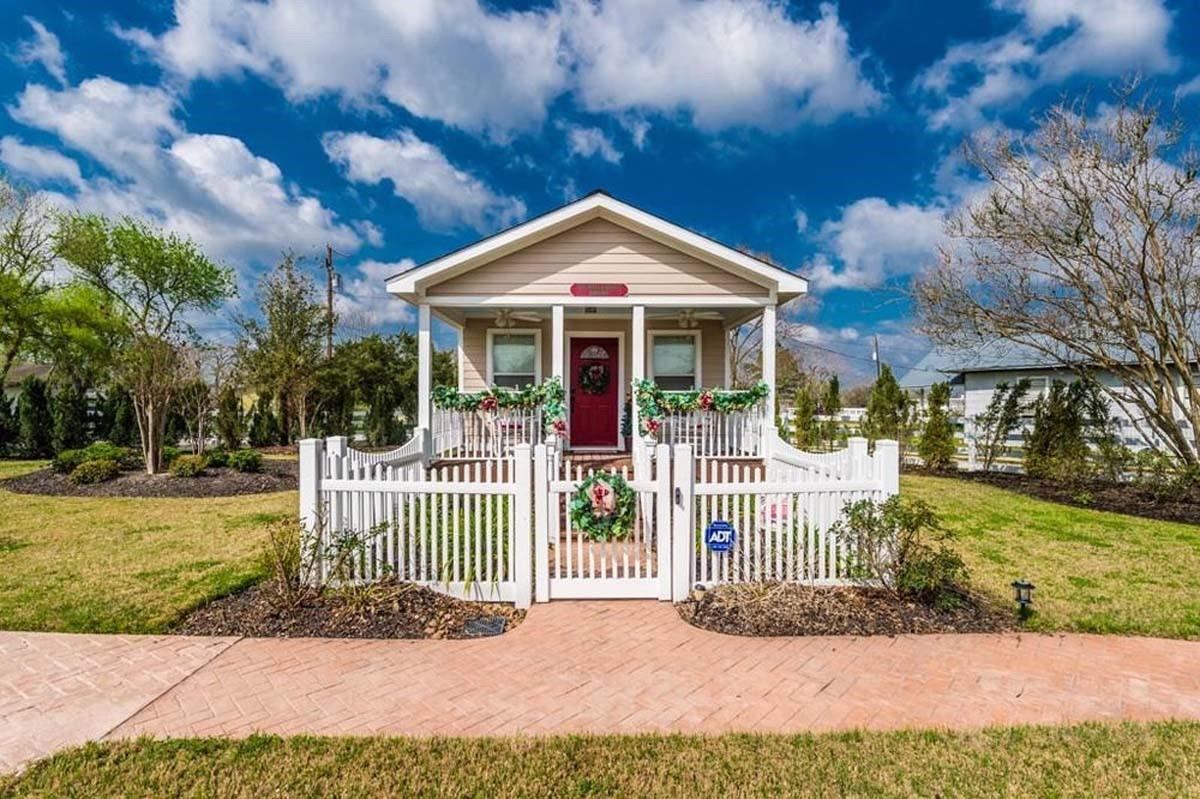 9500 Mayfield - Cottage Avenue Property Photo