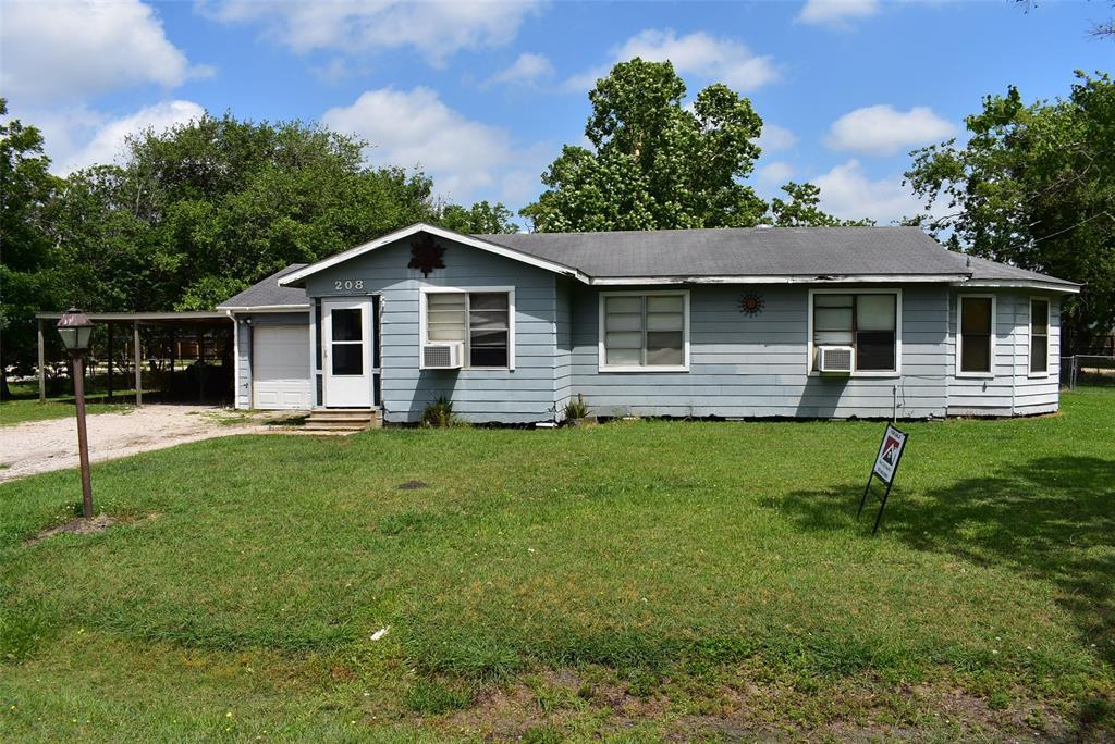208 Avenue I Property Photo - Markham, TX real estate listing