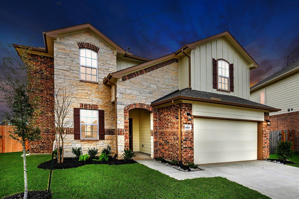 8815 Falcon Court Property Photo - Baytown, TX real estate listing