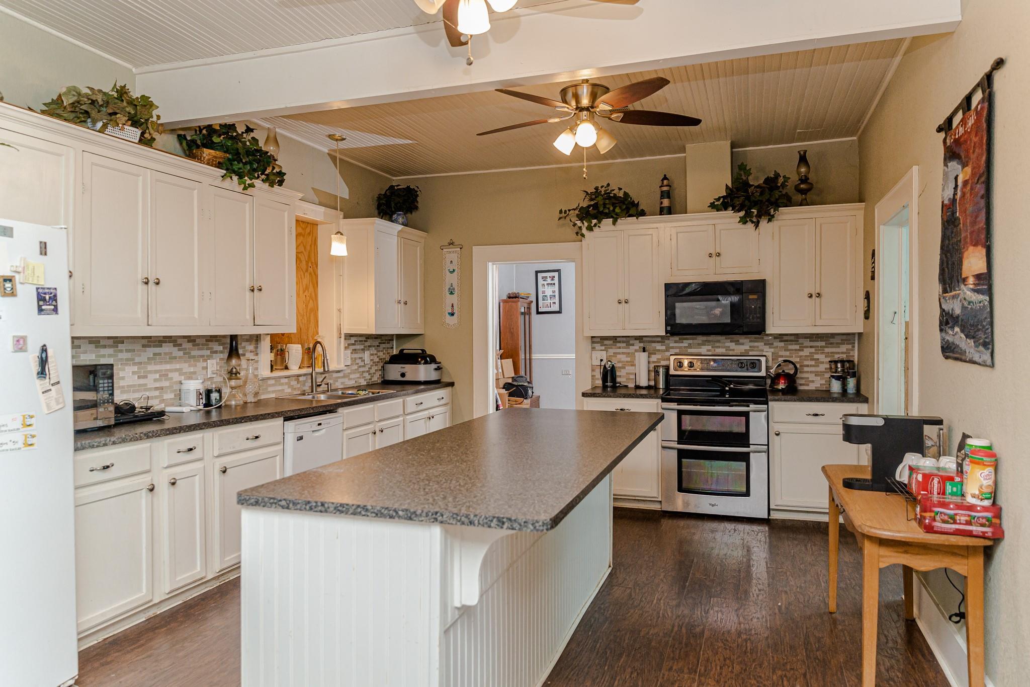 417 Giddings St Property Photo