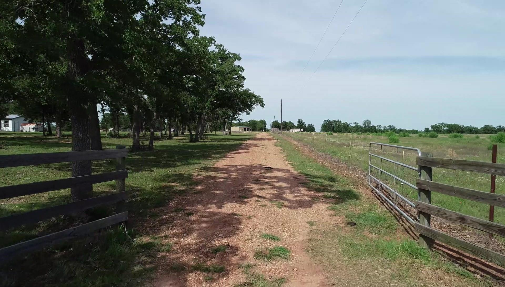 1310 Wildwood Road Property Photo - Ledbetter, TX real estate listing