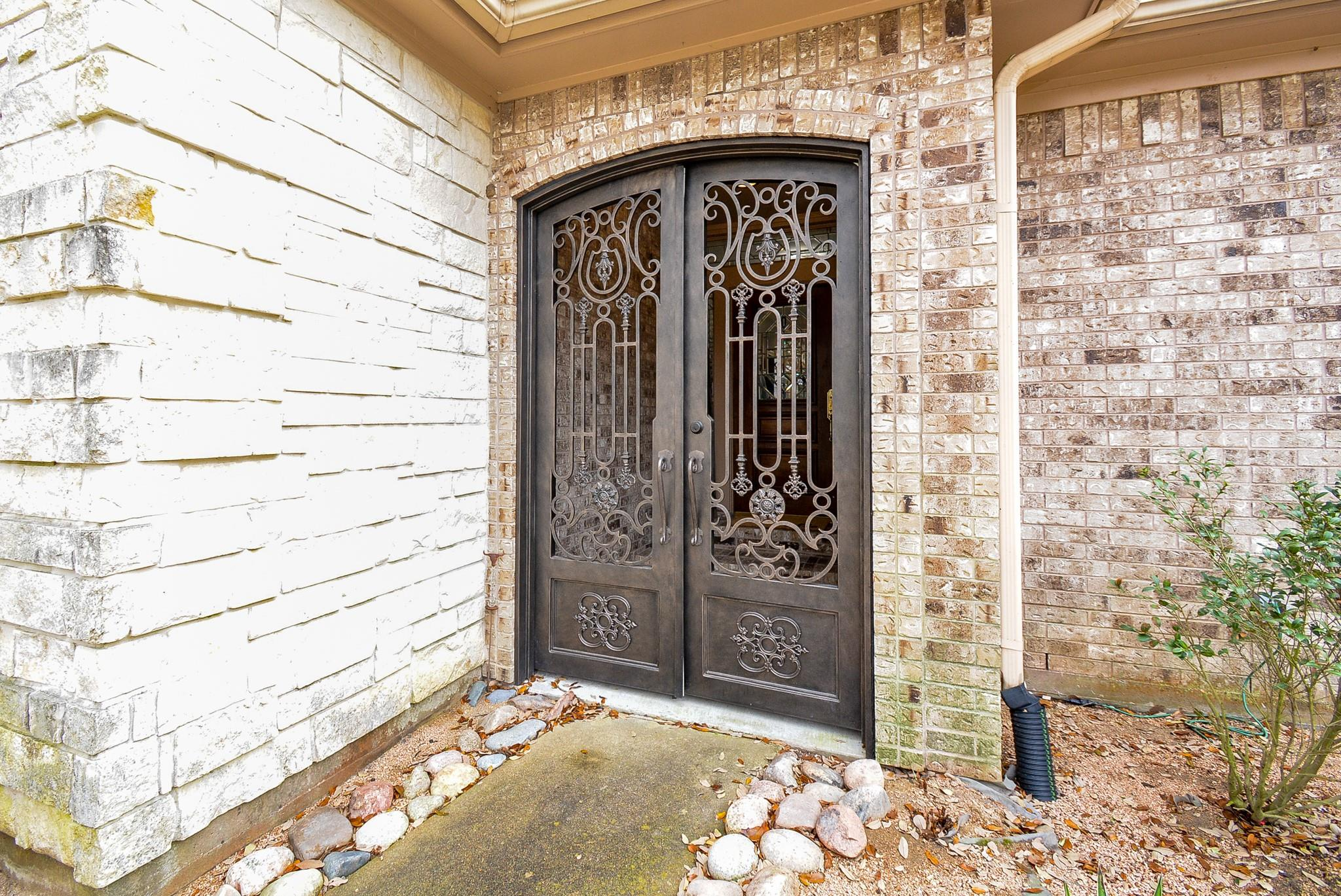 2314 Donegal Court Property Photo
