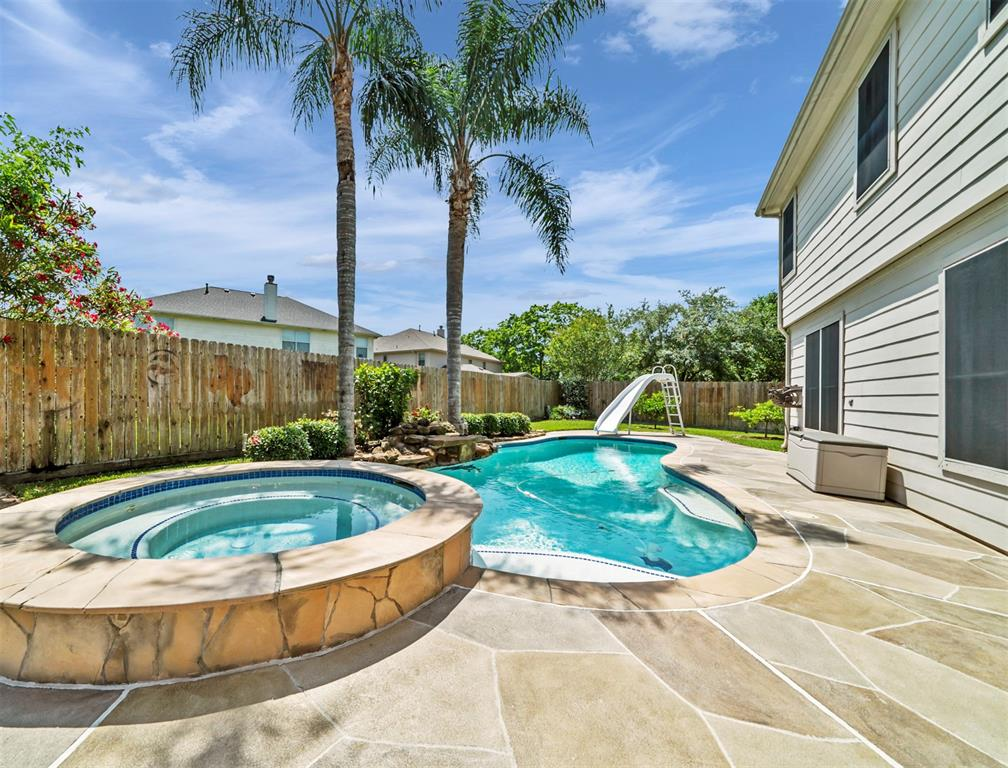 3811 Hickory View Court Property Photo - Friendswood, TX real estate listing