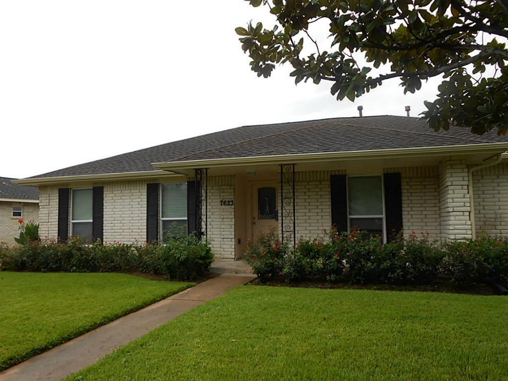 7623 Lacy Hill Drive Property Photo - Houston, TX real estate listing