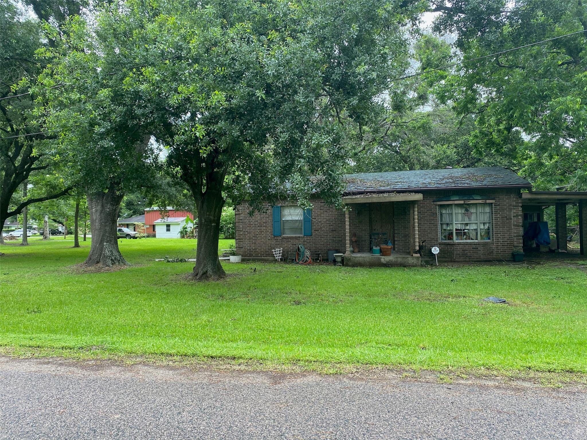 4937 2nd Street Property Photo