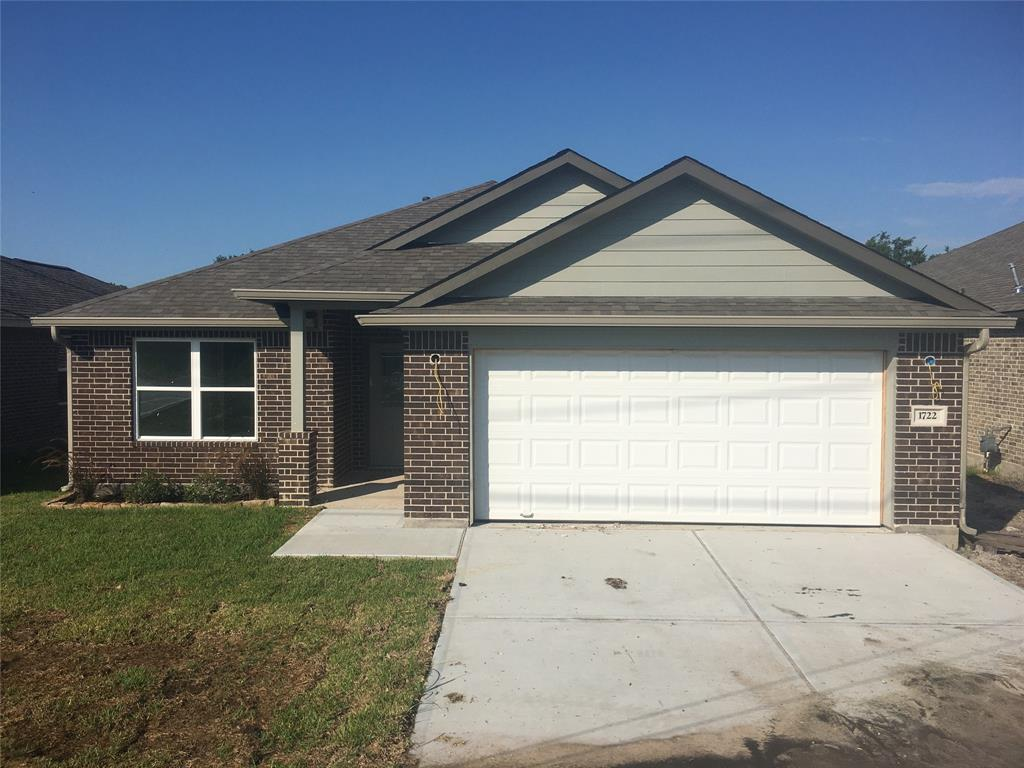 1722 Ave J, Danbury, TX 77534 - Danbury, TX real estate listing