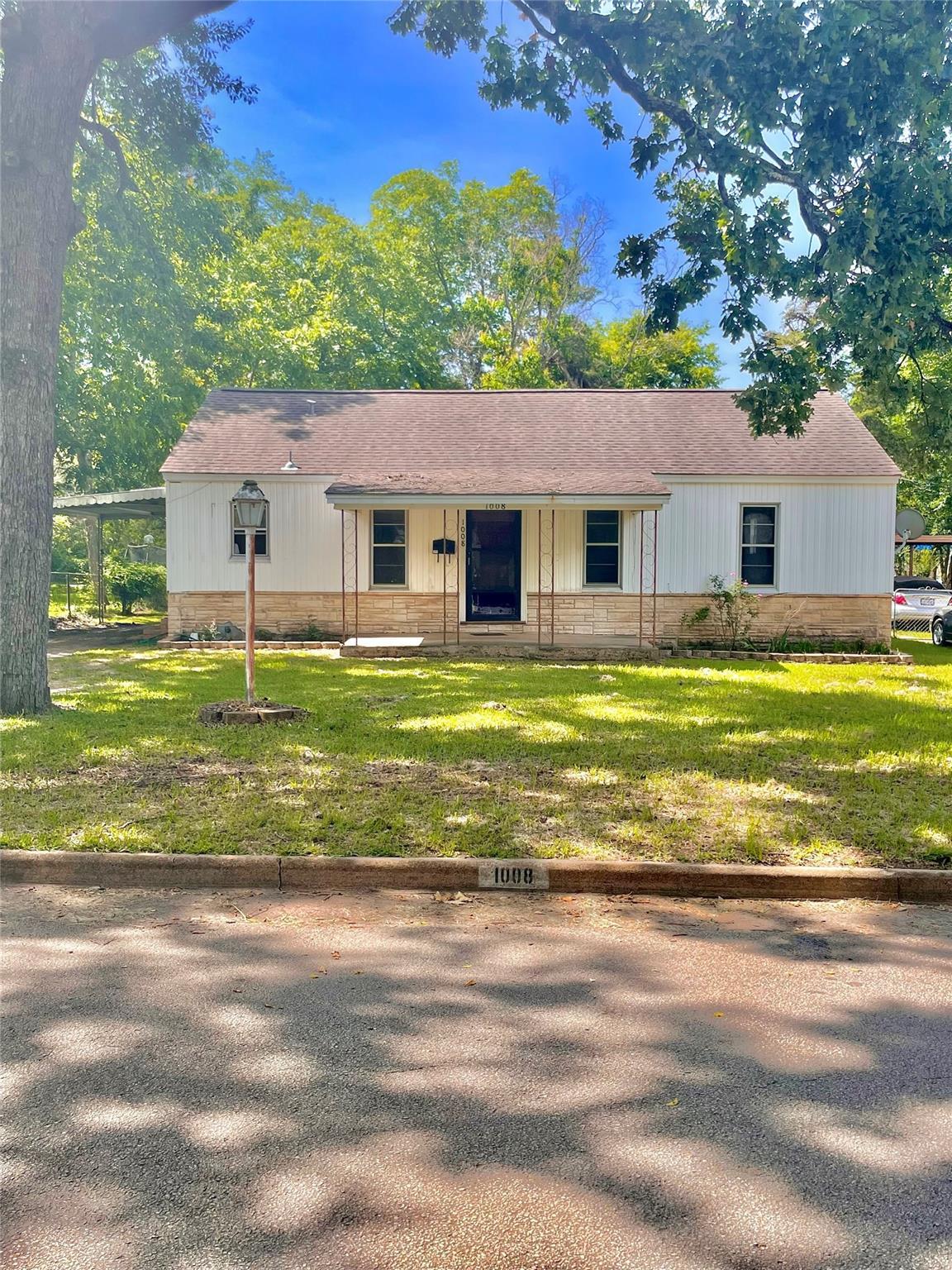 1008 Ross Avenue Property Photo