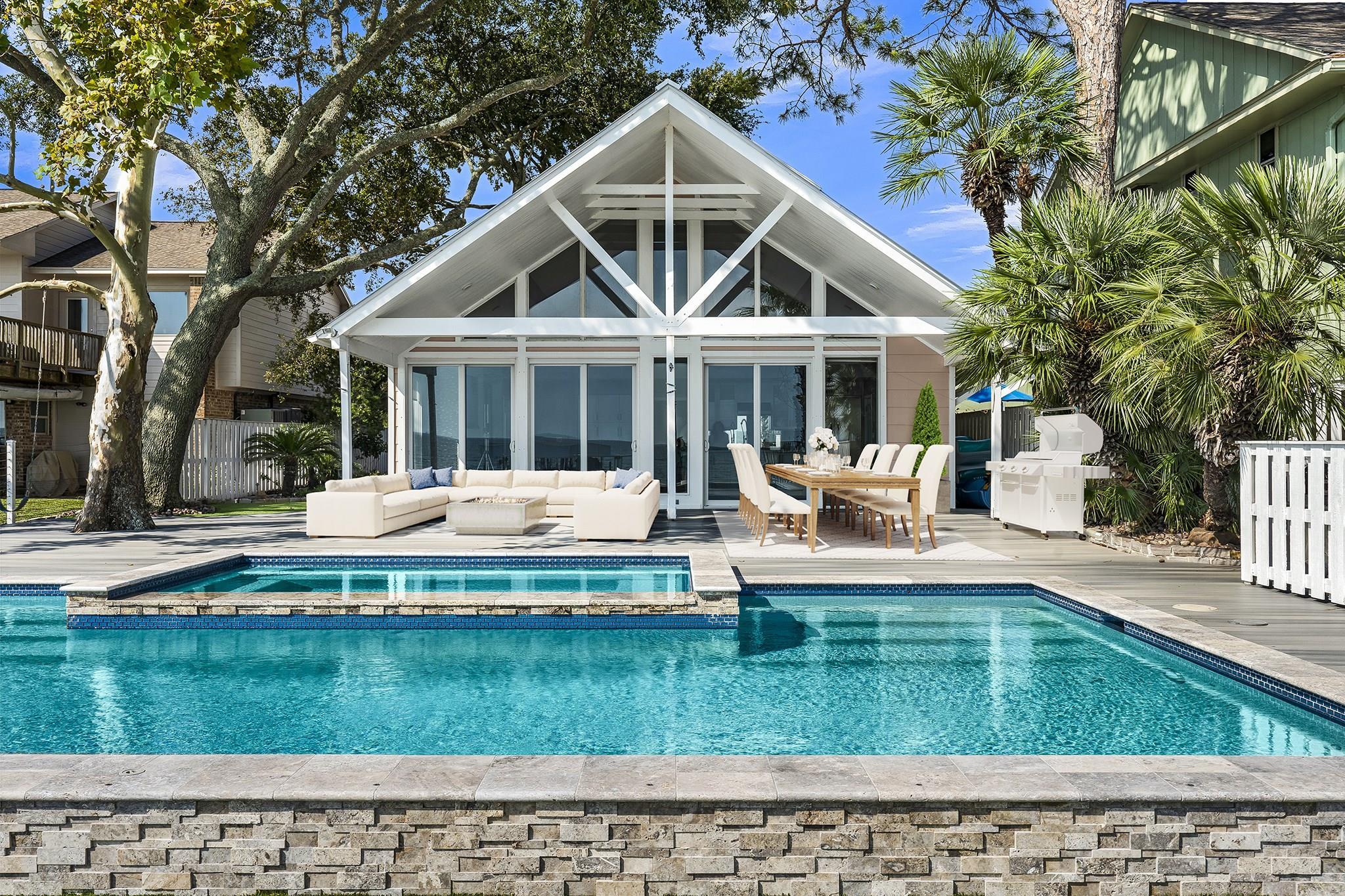 1417 Bayshore Drive Property Photo - Kemah, TX real estate listing