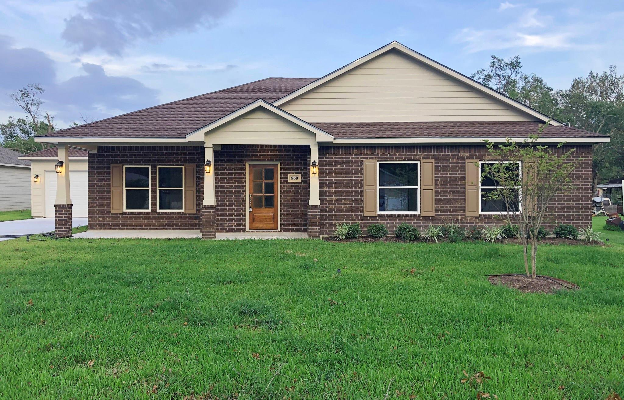 860 Vivian Street Property Photo - Bridge City, TX real estate listing