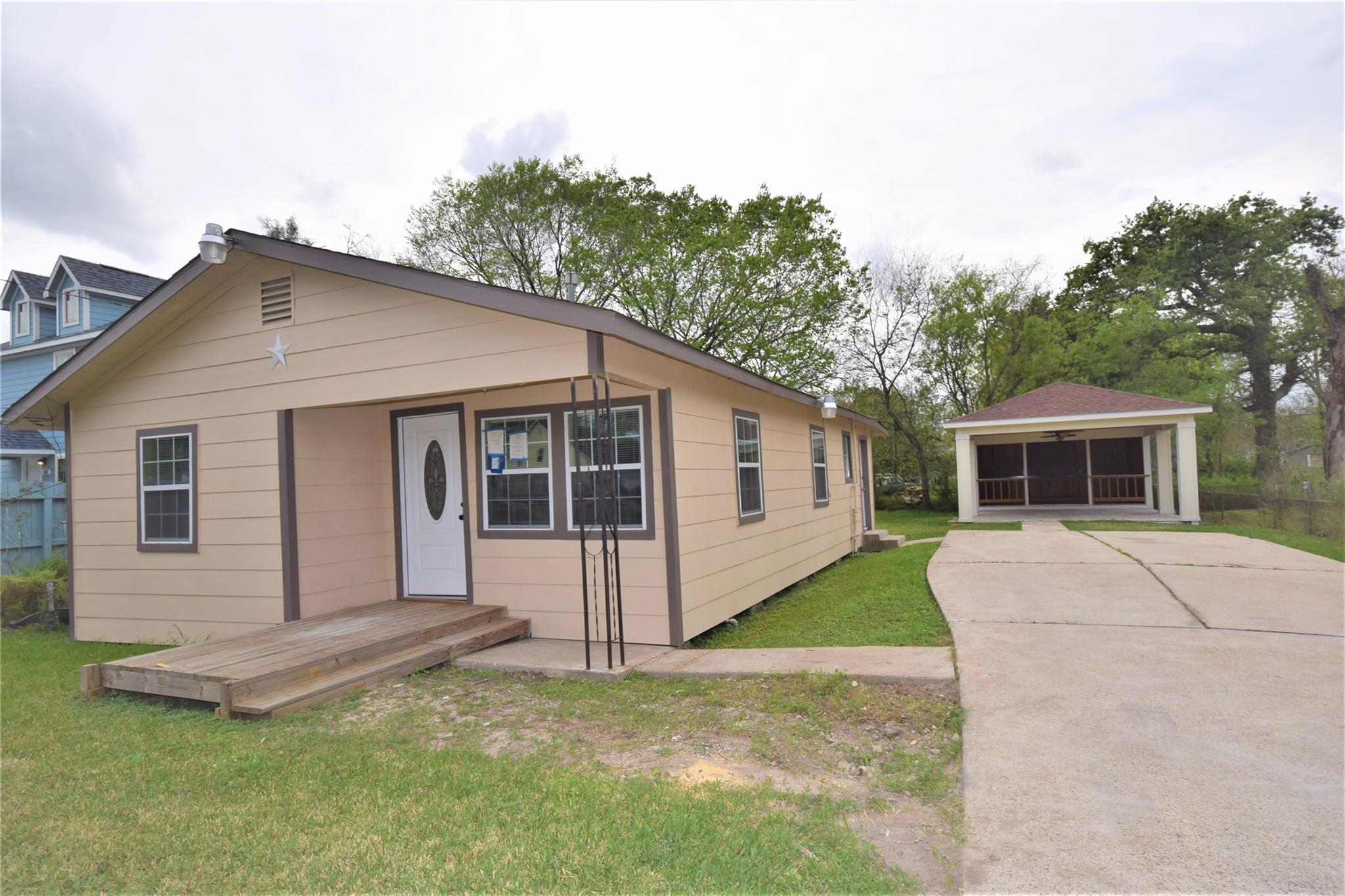 8111 Hoffman Street Property Photo