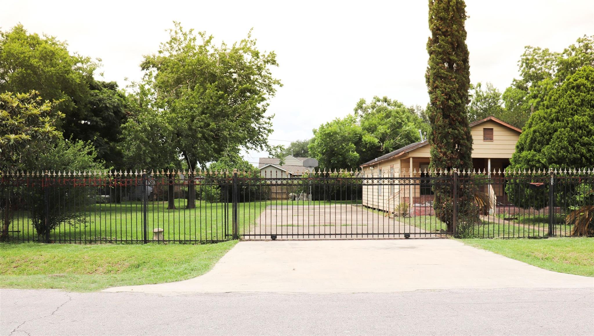 205 Robmore Street Property Photo