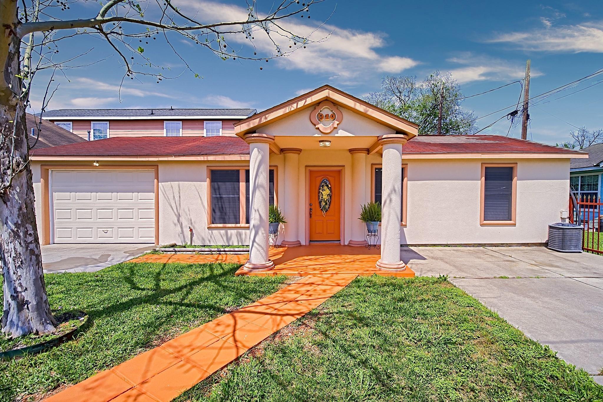 910 Coronado Street Property Photo 1