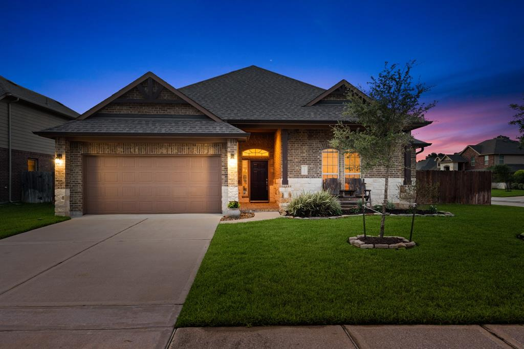 10806 Silver Shield Way Property Photo - Tomball, TX real estate listing