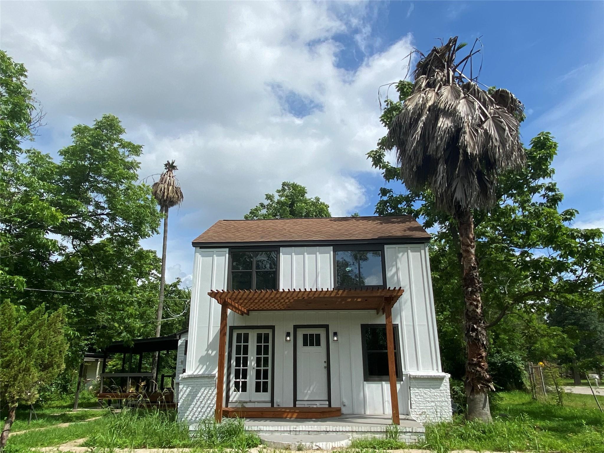 15647 Avenue C Property Photo
