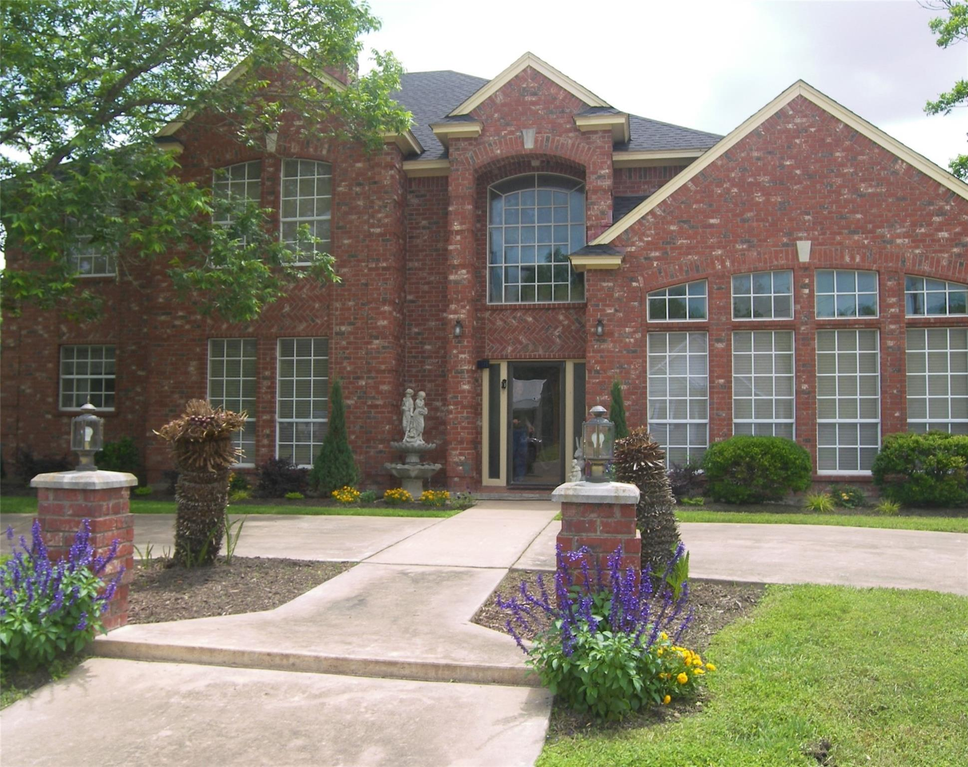 302 N Center Street Property Photo