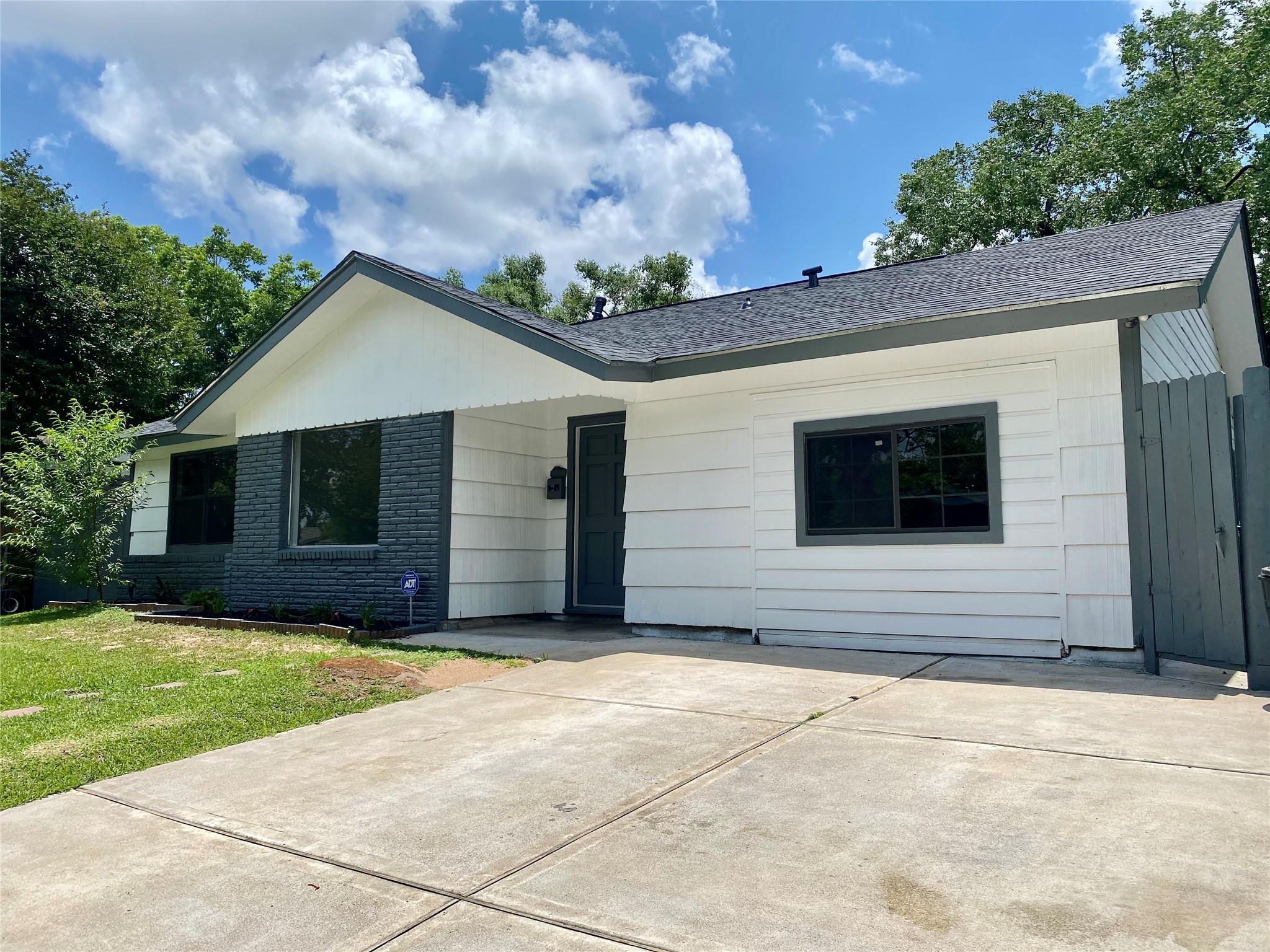 3206 Longwood Drive Property Photo