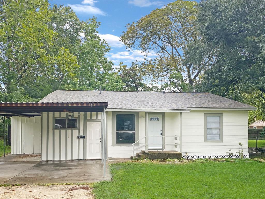705 Akers Street Property Photo - Angleton, TX real estate listing