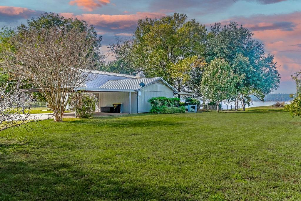 550 County Road 4672 Property Photo - Etoile, TX real estate listing