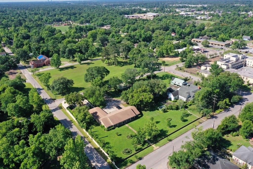 407 Avenue F Property Photo - Conroe, TX real estate listing