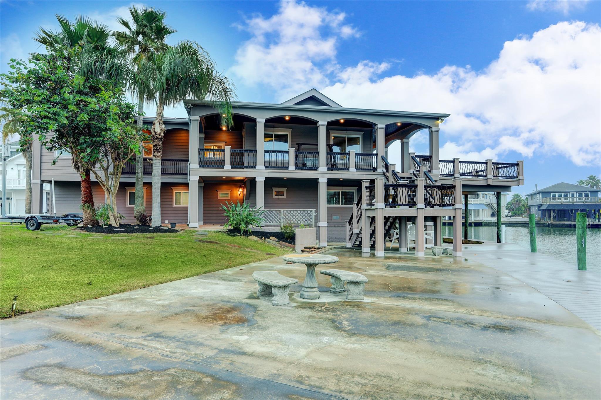 1603 E Castaway Drive E Property Photo - Tiki Island, TX real estate listing