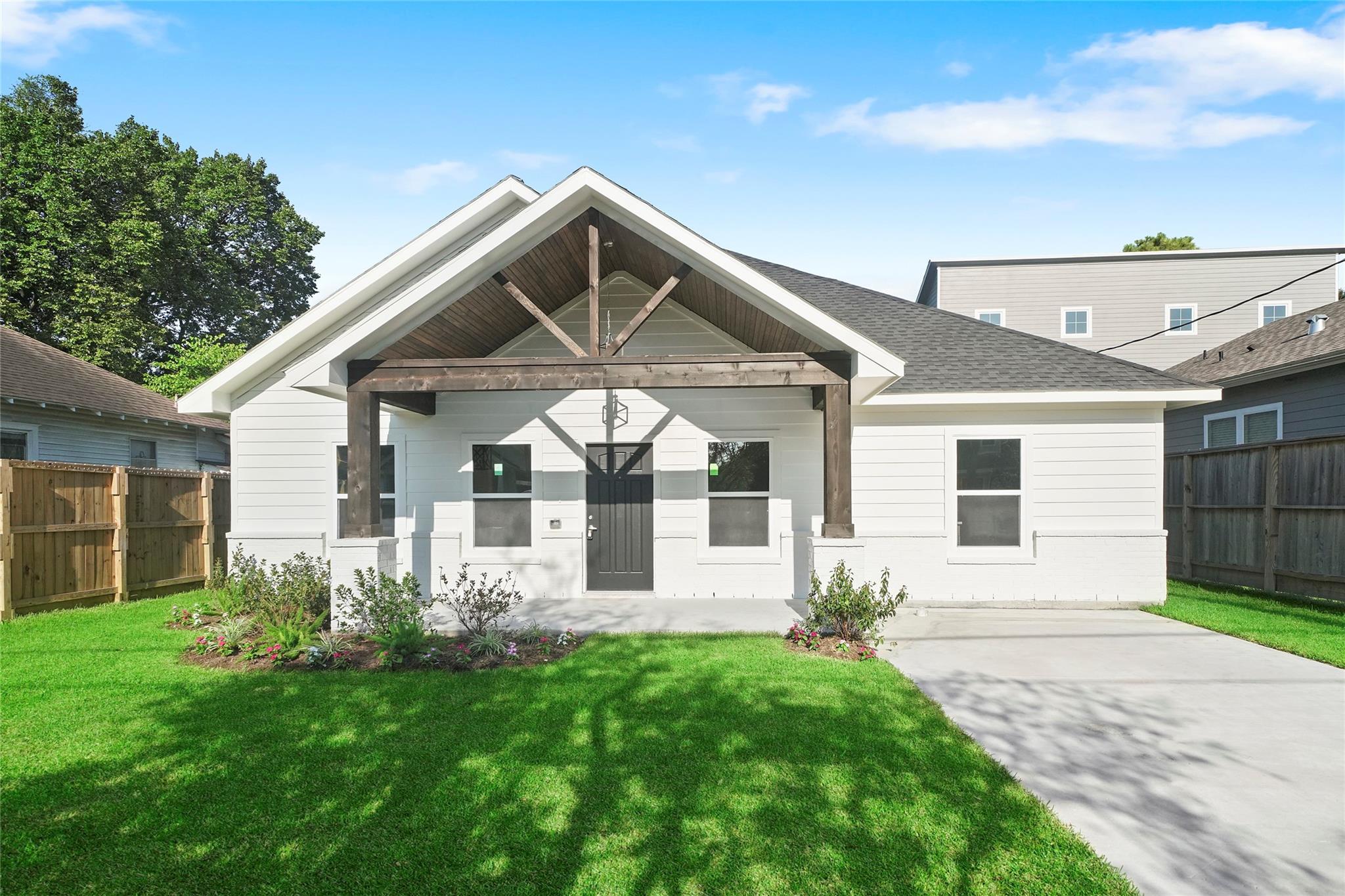 208 Norwood Street Property Photo - Houston, TX real estate listing