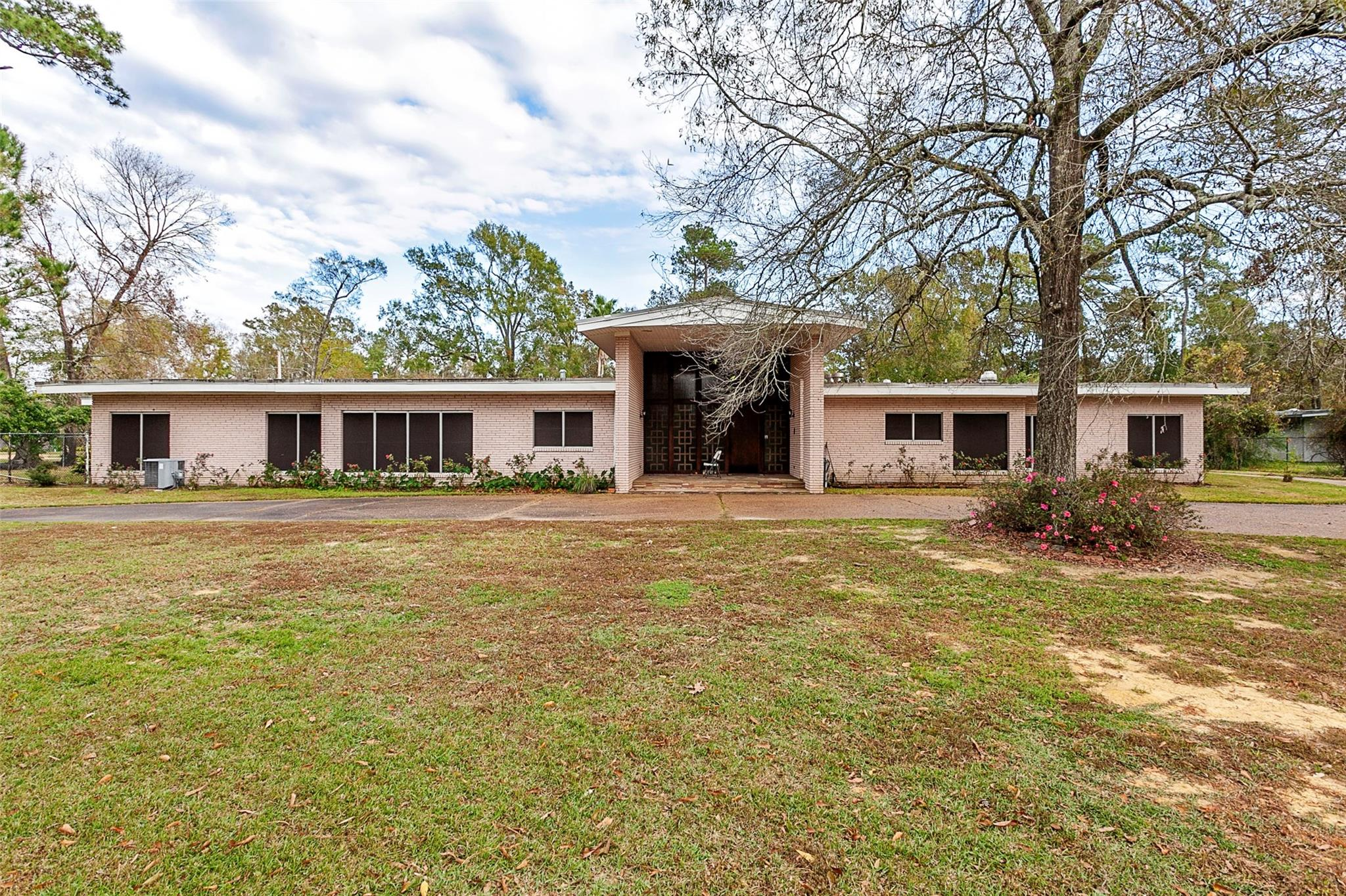 2190 Thomas Road Property Photo - Beaumont, TX real estate listing