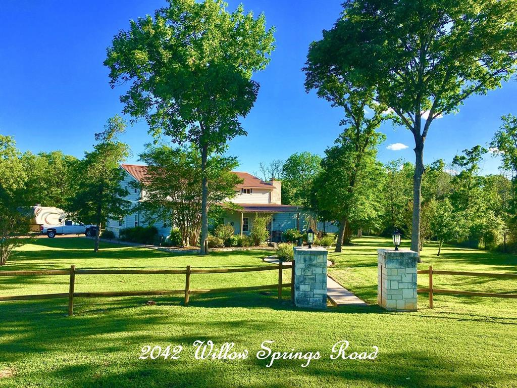 2042 Willow Springs Road, Fayetteville, TX 78940 - Fayetteville, TX real estate listing