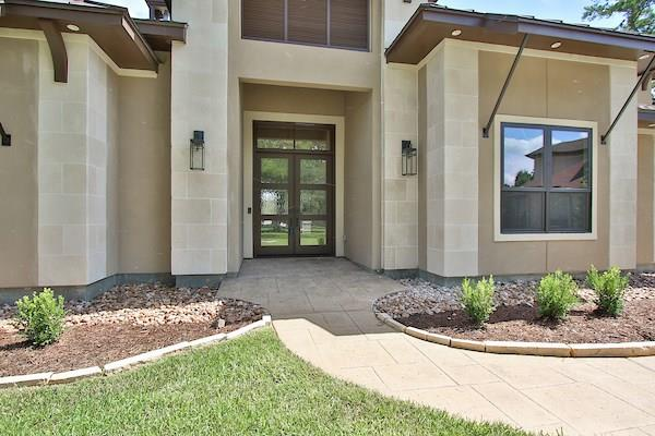 6114 Rolling Water Drive Property Photo - Houston, TX real estate listing
