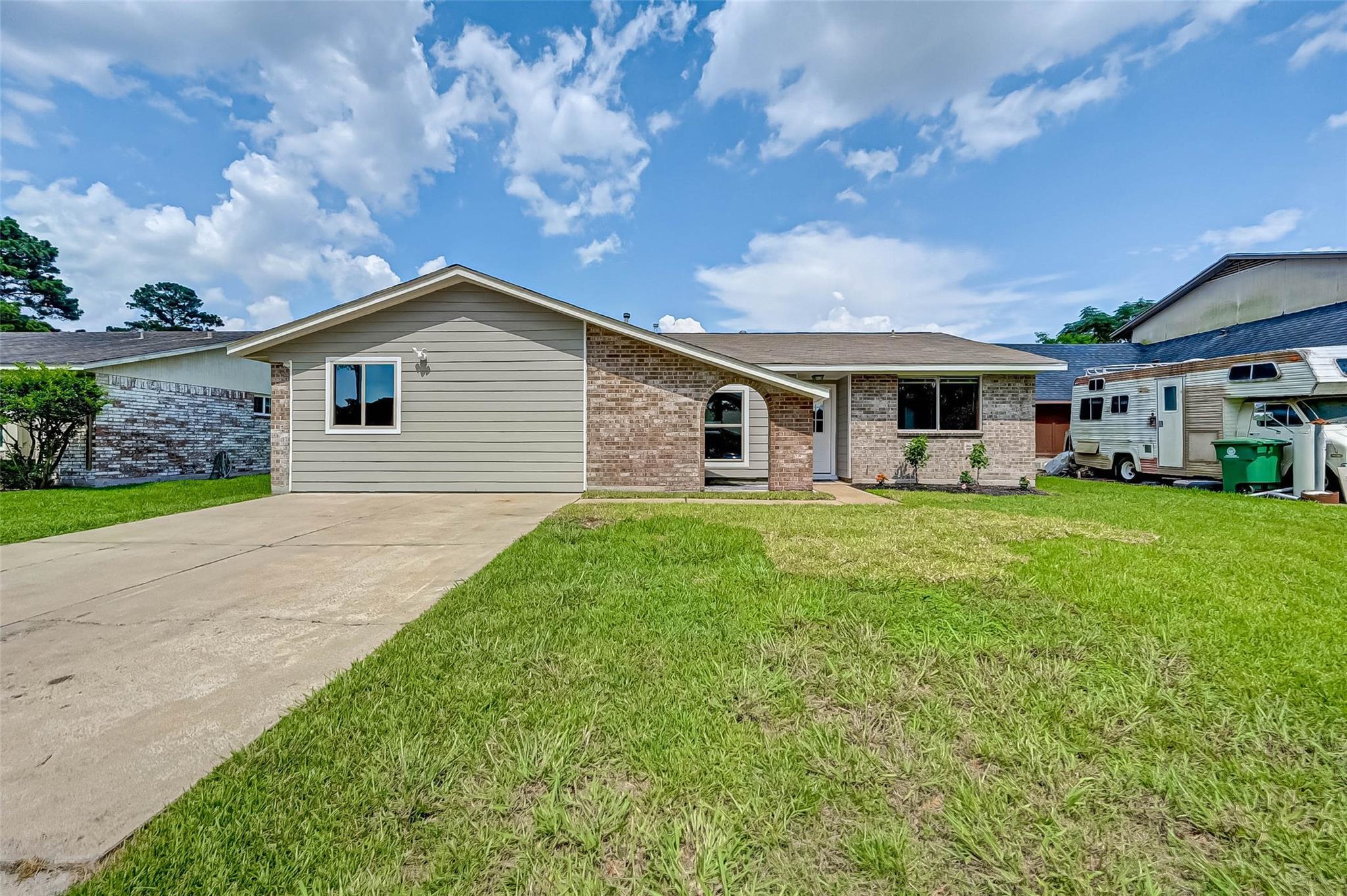 627 Kenwood Lane Property Photo