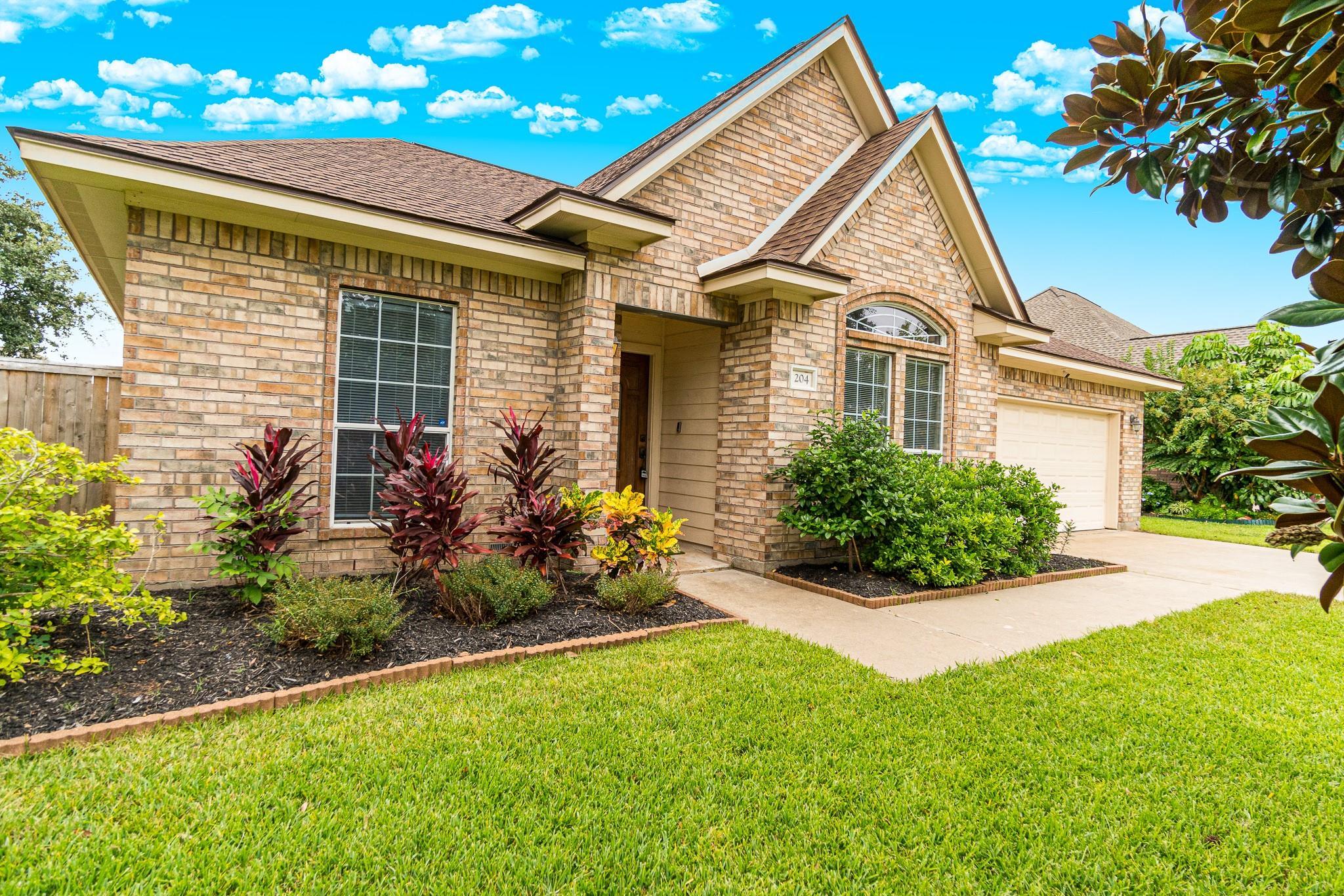 204 Lexington Avenue Property Photo - Clute, TX real estate listing