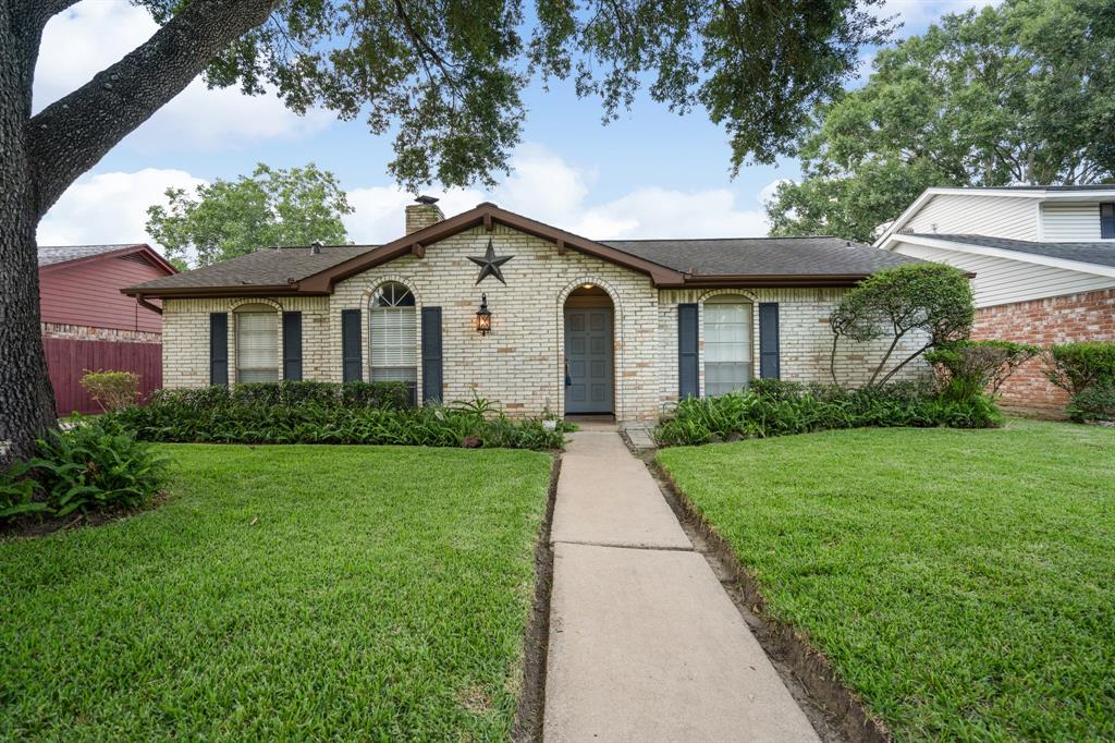 12110 Meadowdale Drive Property Photo - Meadows Place, TX real estate listing