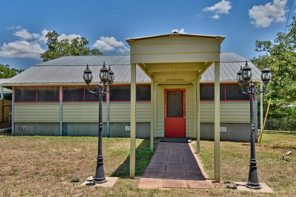 610 Raymond Lehmann Lane Property Photo - Ledbetter, TX real estate listing
