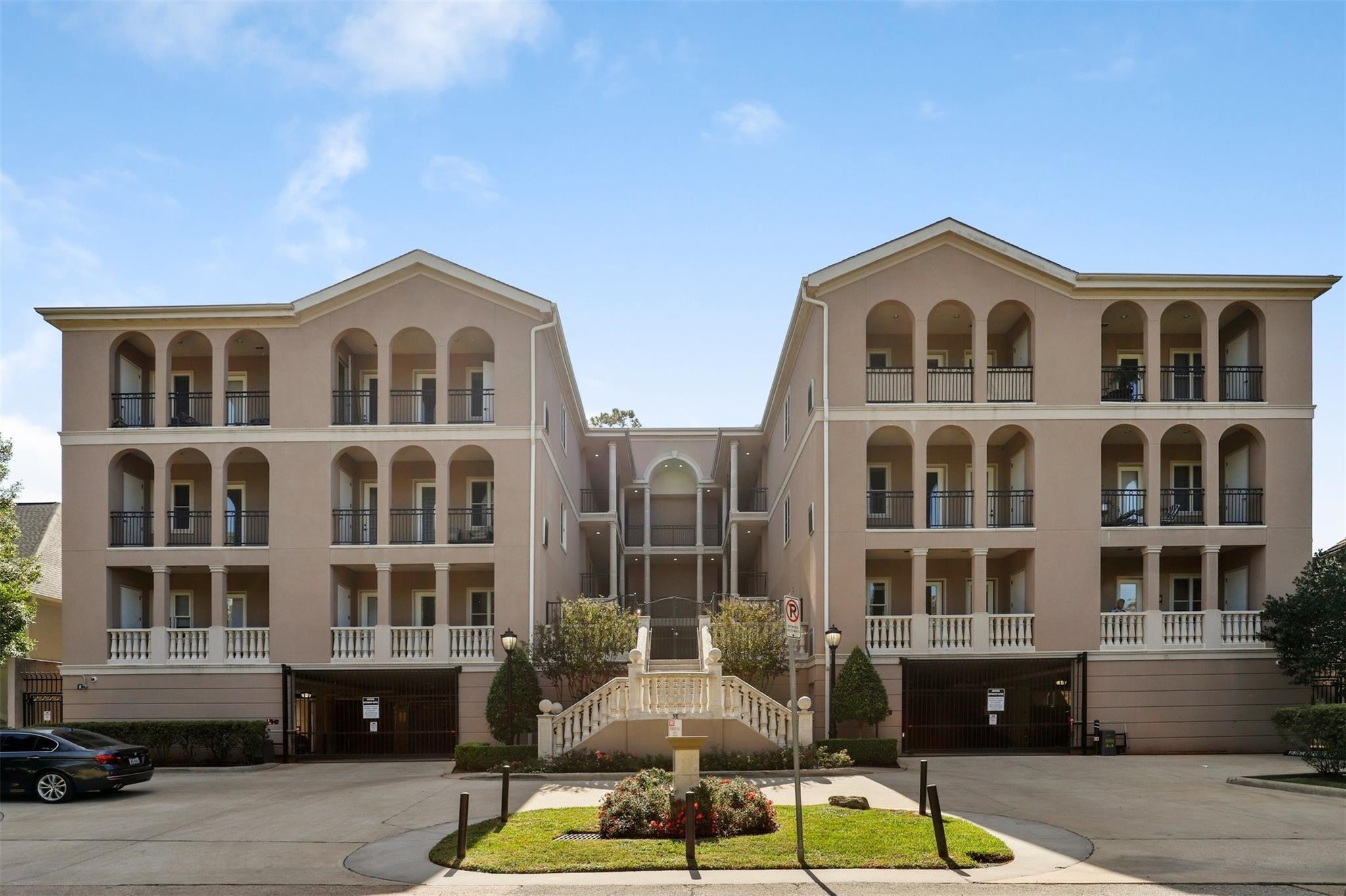 58 Briar Hollow Lane #207 Property Photo - Houston, TX real estate listing
