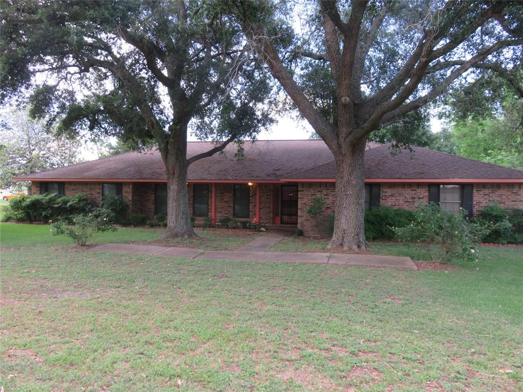 211 S 8th Street Property Photo - Beasley, TX real estate listing