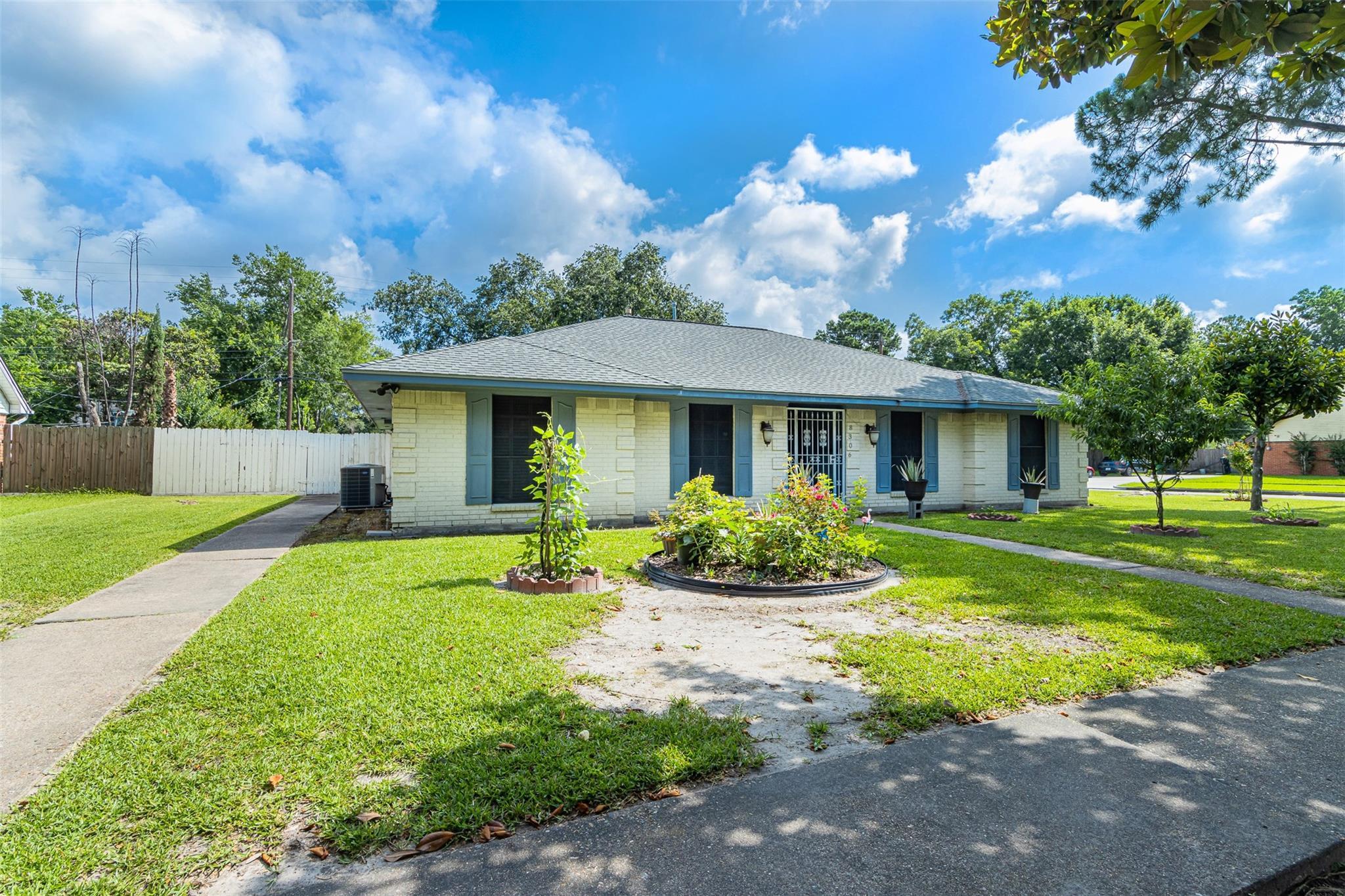 8306 Edgemoor Drive Property Photo