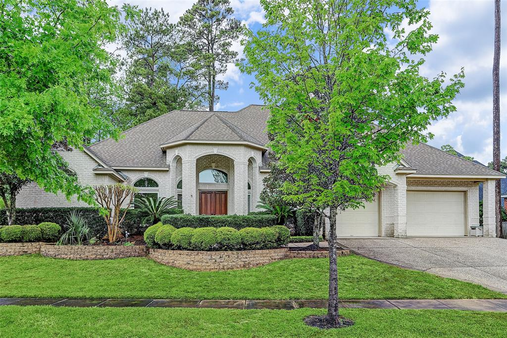 9 Forest Course Way Property Photo - Kingwood, TX real estate listing