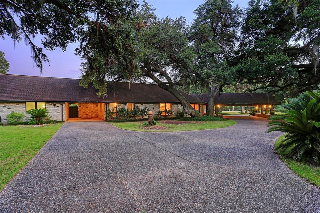1717 S Columbia Drive Property Photo - West Columbia, TX real estate listing
