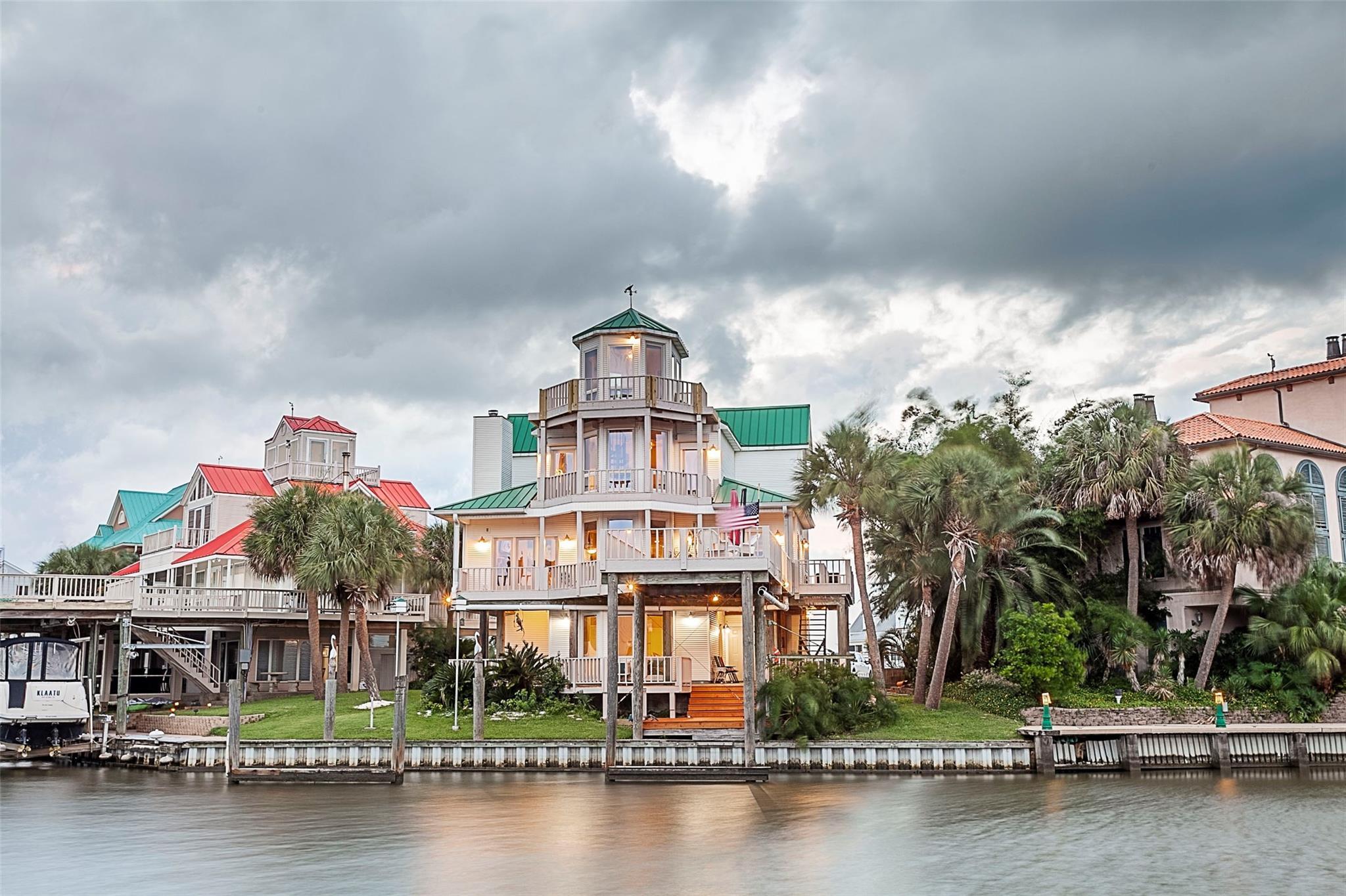 443 Island Way Property Photo - Port Arthur, TX real estate listing