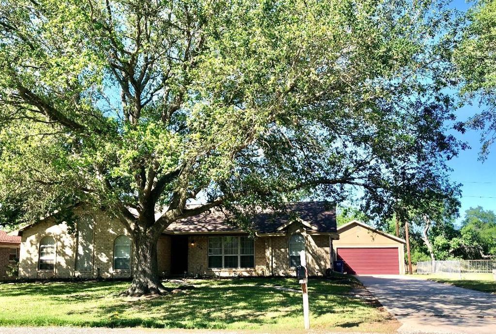 124 Edgewood Property Photo - Van Vleck, TX real estate listing