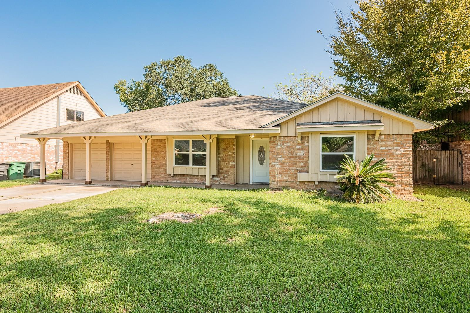 12218 Plumpoint Drive Property Photo - Houston, TX real estate listing