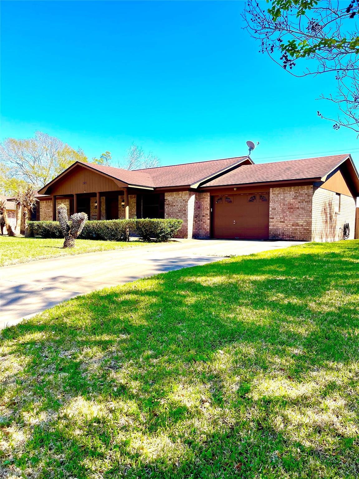 505 Elm Drive Property Photo - Ganado, TX real estate listing