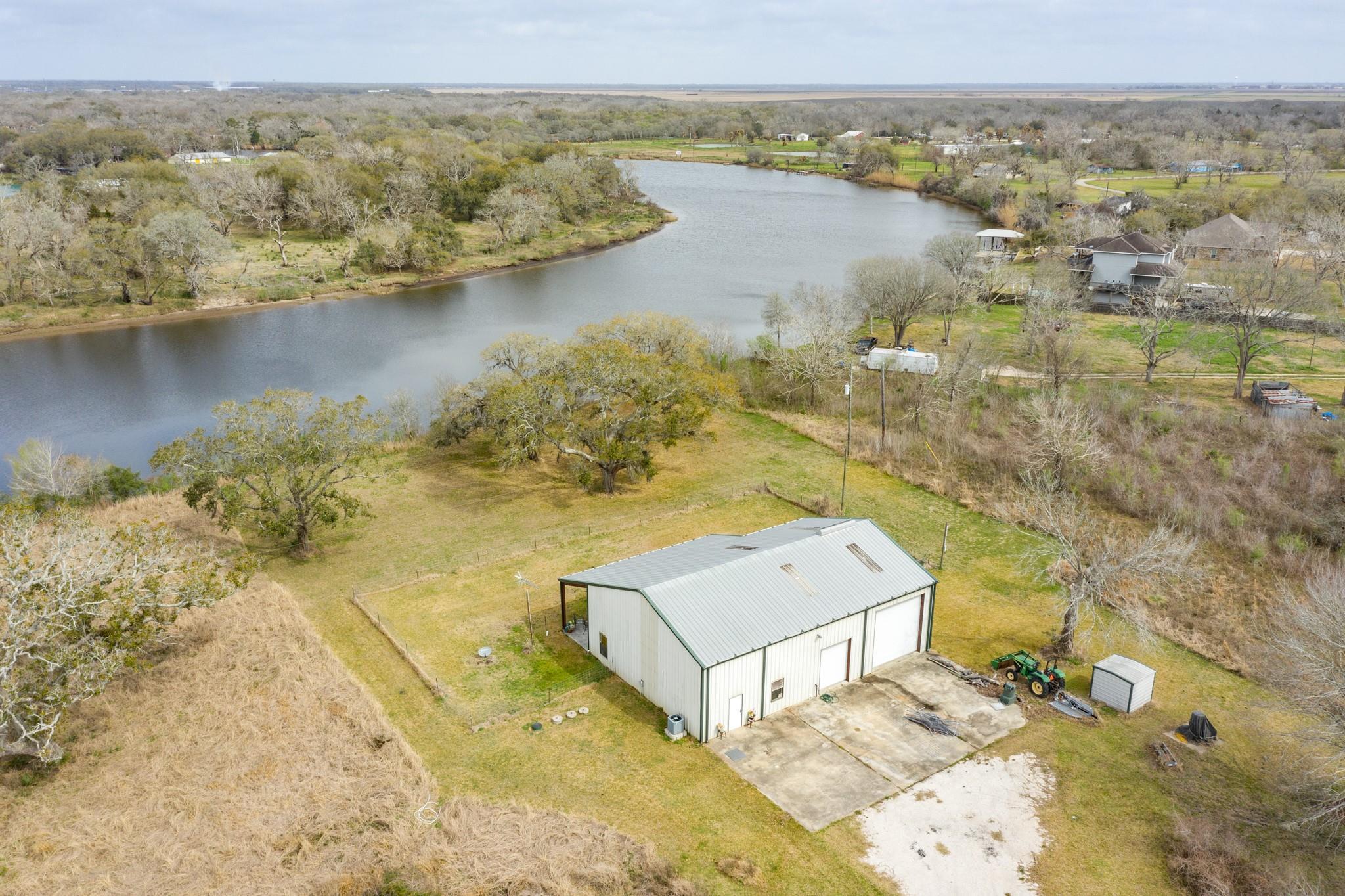 810 County Road 432 Property Photo - Brazoria, TX real estate listing