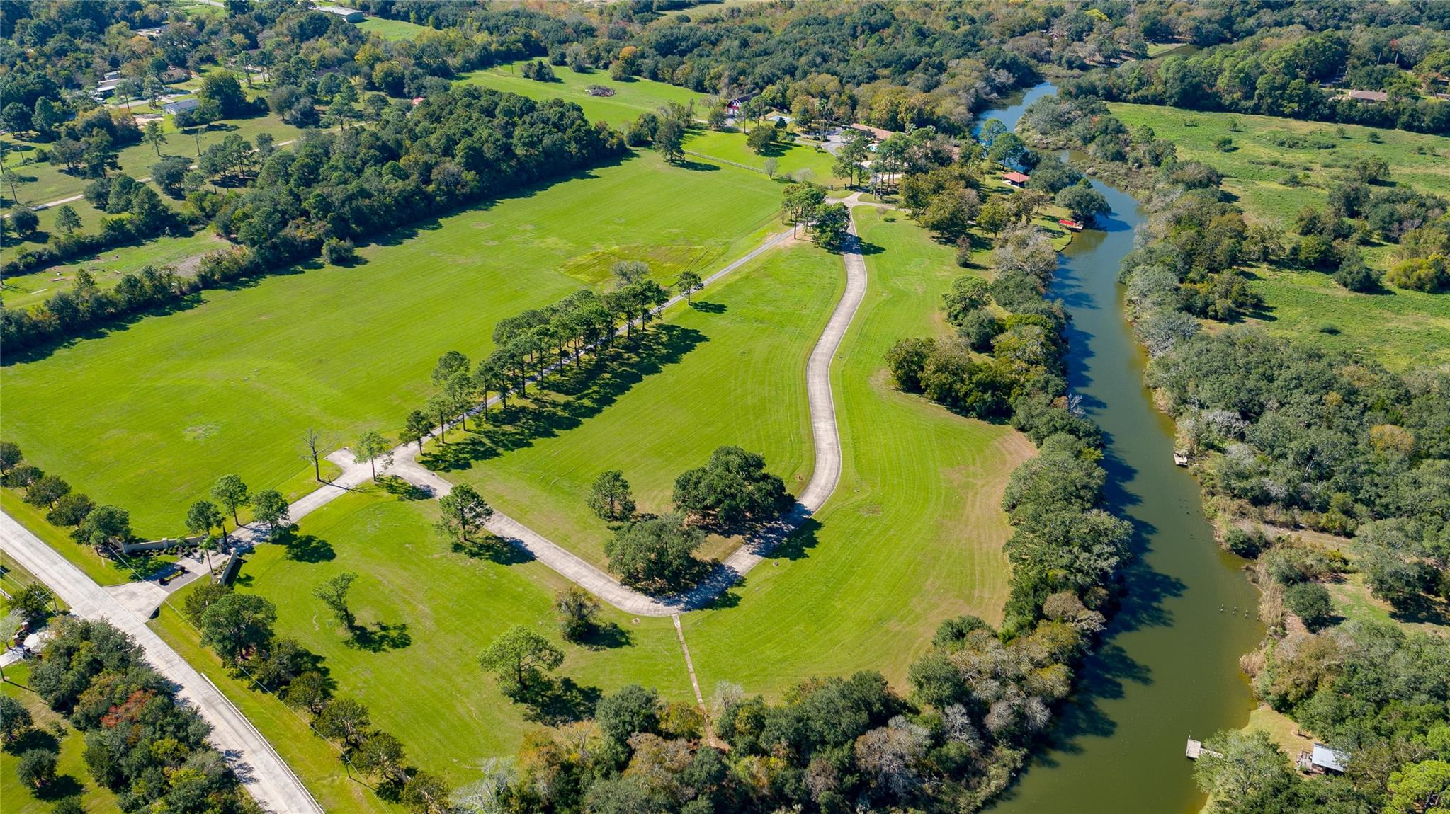 6122 Fairwood Road Property Photo - Hitchcock, TX real estate listing