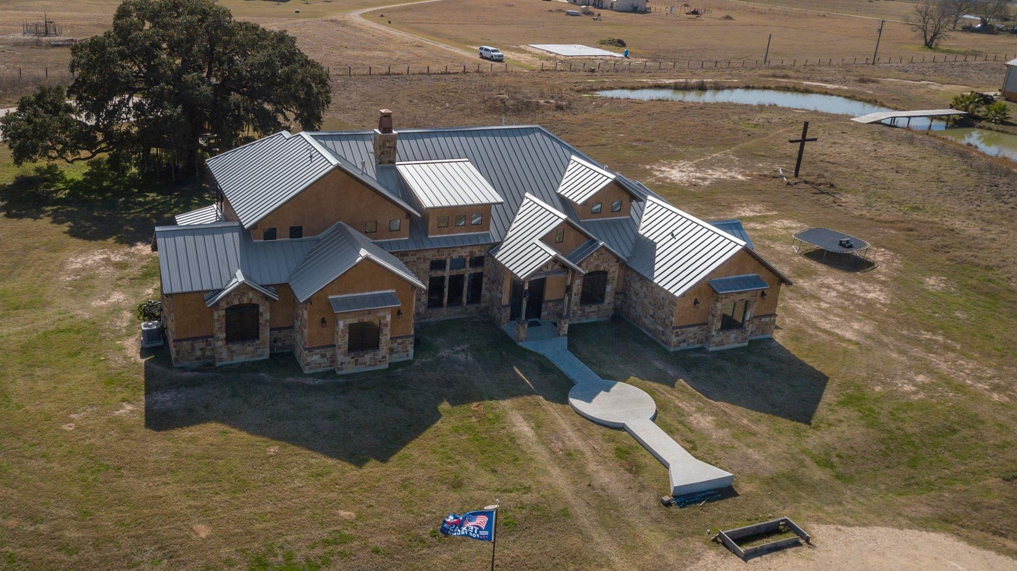533 County Road 132 Property Photo - Hallettsville, TX real estate listing